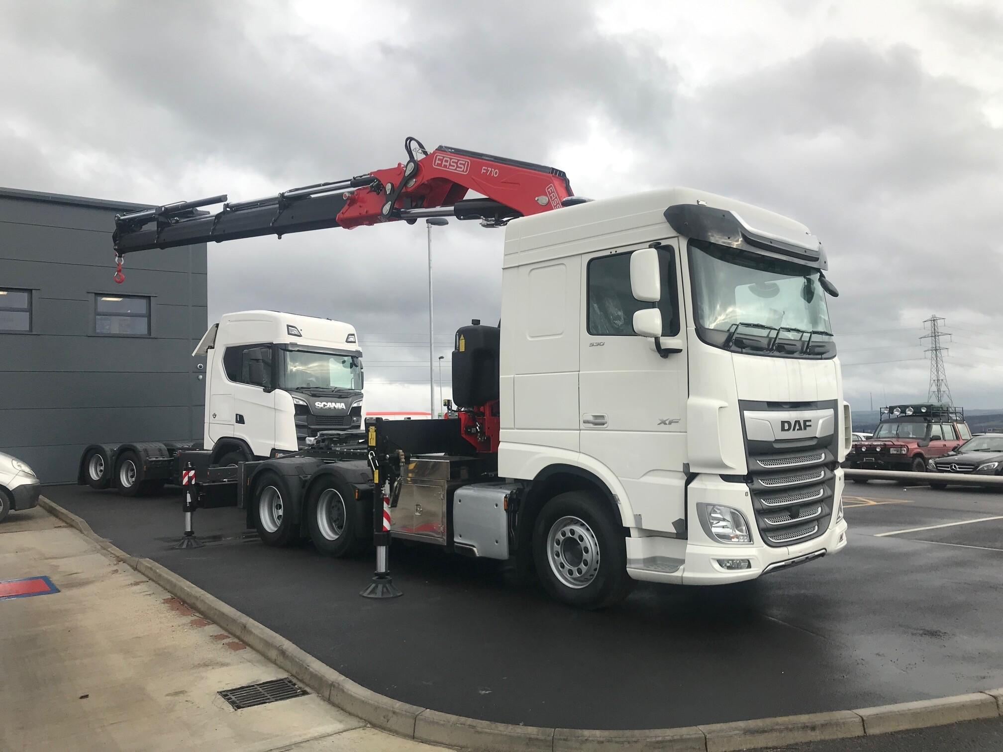 Tractor Unit + Fassi 820 HIAB