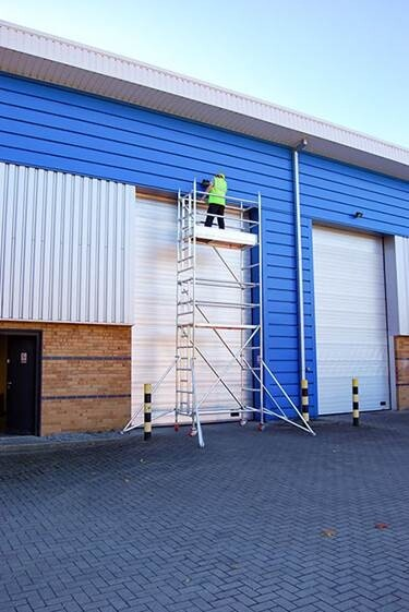 0.8m or 1.4 Wide x 1.8m Long Aluminium Mobile Access Tower