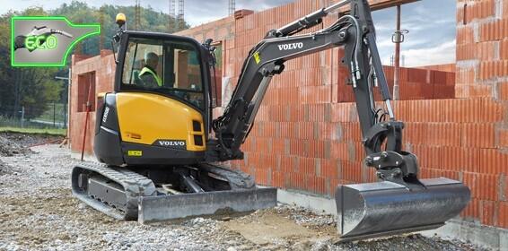 5 Tonne Digger/Excavator c/w Buckets